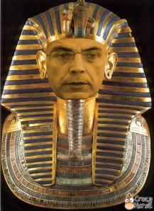 El faraón Bertankamon vuelve a La Pirámide para agasajar a las momias que votan