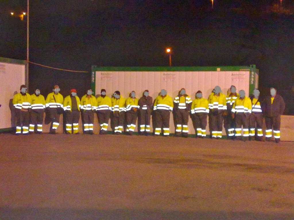 El concesionario de limpieza 'secuestra' trabajadores por las noches